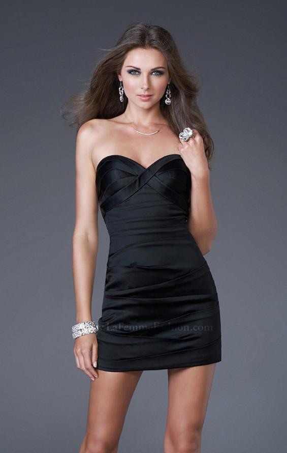 Picture of: Form Fitting Pleated Dress with Sweetheart Neck in Black, Style: 15841, Detail Picture 2