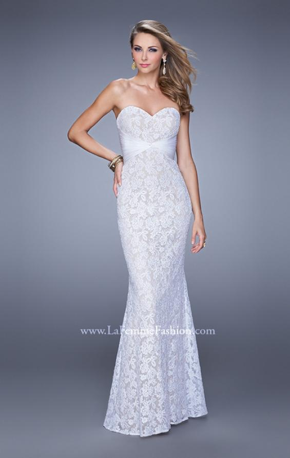 Picture of: Lace Sweetheart Neckline Gown with Criss Cross Back in White, Style: 20440, Detail Picture 1