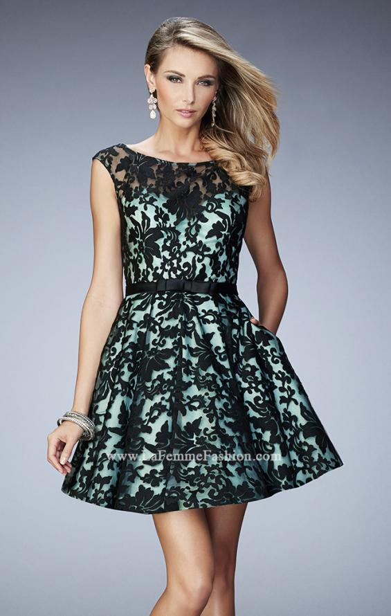 Picture of: Short Lace Gown with Boat Neckline and Bow Waistband, Style: 21876, Detail Picture 1